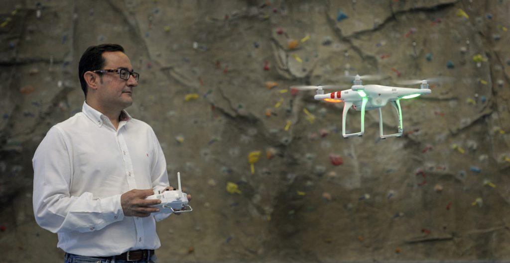 VALENCIA// Profesiones de Futuro. Israel Quintanilla. Director del curso de la Universidad Politécnica de Valencia (UPV) donde se imparte el curso de piloto de Drones. FOTO: DANIEL GARCIA-SALA.