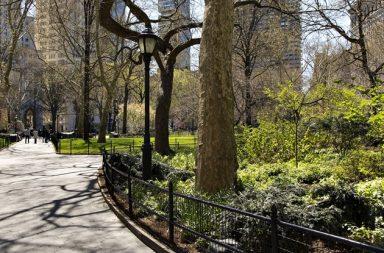 Parque urbano rodeado de area residencial (New York)
